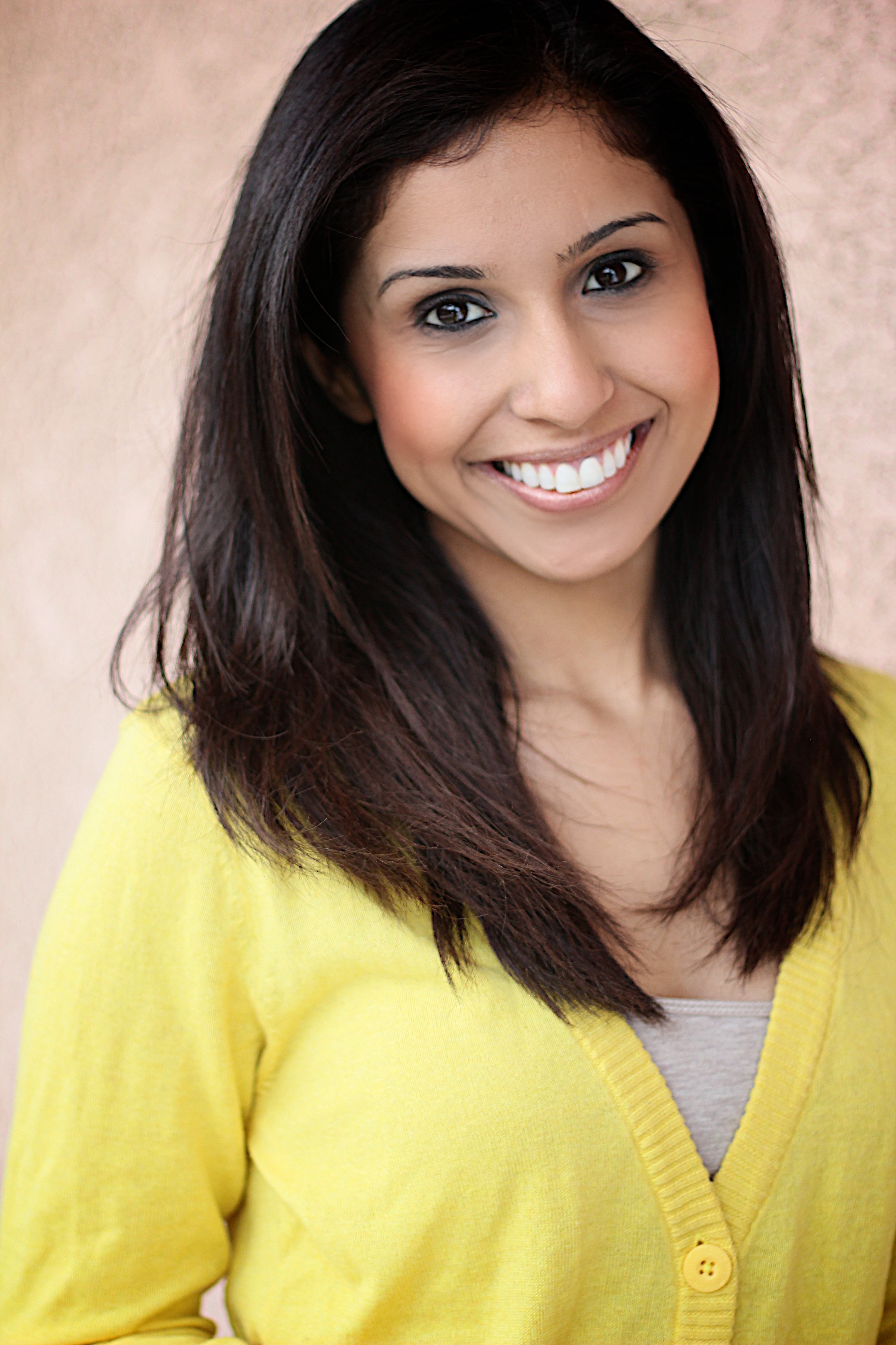 samia khan headshot